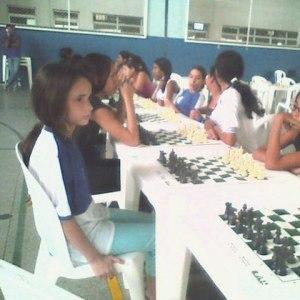 Eu jogando xadrez na infância