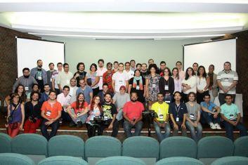 Foto de grupo do Hackathon de dados educacionais