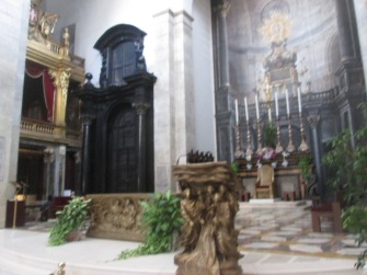 Foto do altar da catedral de Turim
