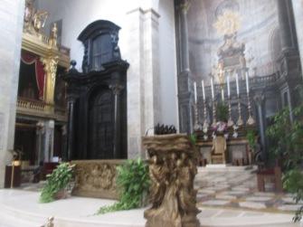 Foto do altar da catedral de Turim